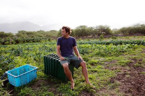 18 de Maio - Jack Johnson cuindo de sua horta.