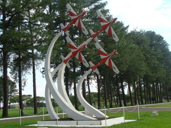 6 de Agosto – Monumento com aviões da FAB — Pirassununga (SP) — 194 Anos em 2017.
