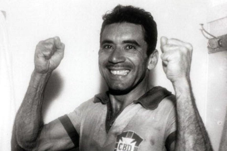 16 de maio - Nilton Santos, futebolista brasileiro