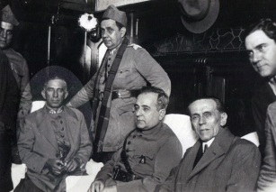 3 de Outubro - 1930 — Revolução de 1930 - Getúlio Vargas, Góis Monteiro e Osvaldo Aranha iniciaram os preparativos para o golpe final contra a República Velha (em destaque, o Gene