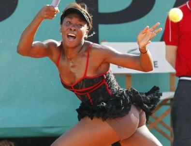 17 de Junho - Venus Williams no French Open de 2010.