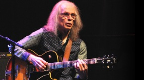 8 de Abril - 1947 — Steve Howe, guitarrista britânico.