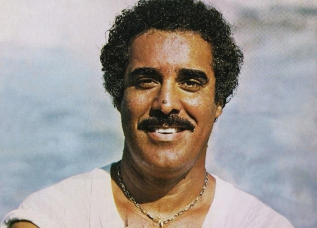 10 de Agosto – 1942 – Agepê, cantor e compositor brasileiro (m. 1995).