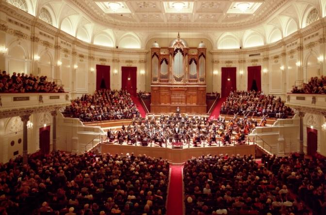 11 de Abril - 1888 — É inaugurado o Concertgebouw em Amsterdã.