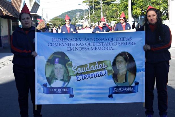 12 de Junho - Homenagem a professoras de Matinhos, no desfile de aniversário da cidade, em 2016 - A (Cidade) Namorada do Paraná - 50 Anos.