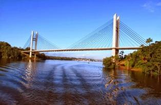 23 de Maio - Ponte binacional sobre o Rio Oiapoque, que liga o Brasil à Guiana Francesa - Oiapoque (AP) 72 Anos.