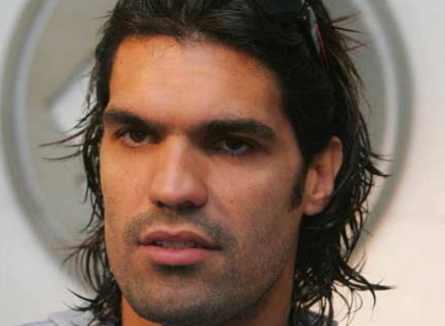 7 de junho - Fernandão, futebolista brasileiro