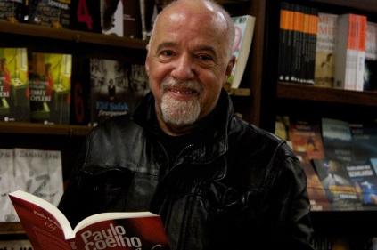 24 de Agosto — Paulo Coelho - 1947 – 70 Anos em 2017 - Acontecimentos do Dia - Foto 14.