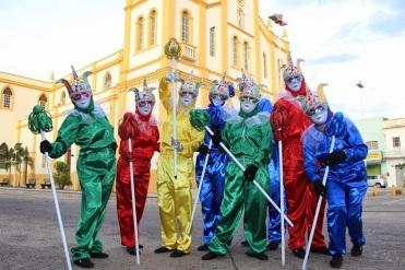 27 de Maio - Com muita criatividade os Mascarados abrilhantaram o Carnaval 2015 de Tabira (PE) - 68 Anos.