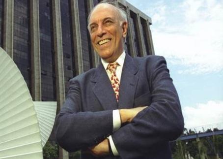 9 de Maio - 2008 — Artur da Távola, jornalista e político brasileiro (n. 1936).