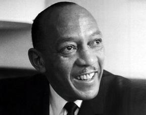 12 de Setembro – Jesse Owens - 1913 – 104 Anos em 2017 - Acontecimentos do Dia - Foto 13 - Jesse Owens em 1963, durante entrevista na Alemanha.
