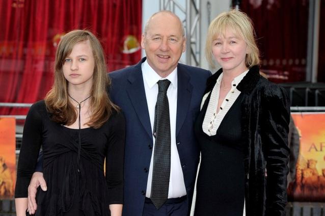 12 de Agosto – Mark Knopfler - 1949 – 68 Anos em 2017 - Acontecimentos do Dia - Foto 12 - Com a esposa Kitty Aldridge e a filha.