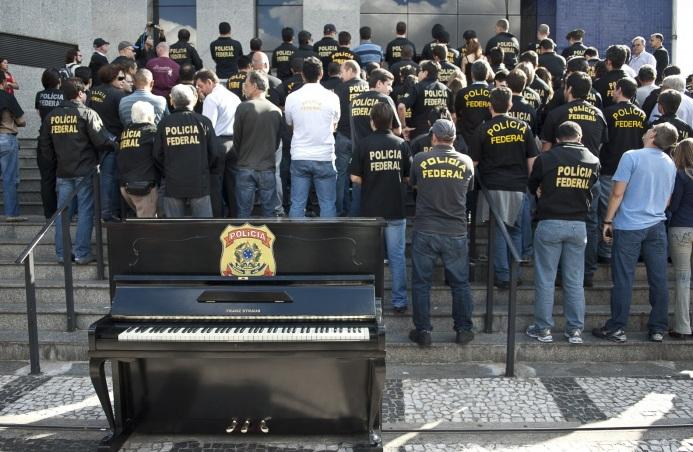 28 de Março - 1944 — Criação do Departamento de Polícia Federal no Brasil.