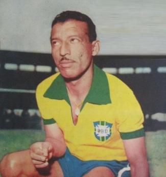 8-de-fevereiro-zizinho-futebolista-brasileiro