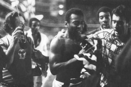 2 de Outubro - 1974 – Última partida de Pelé com a camisa do Santos contra a Ponte Preta na Vila Belmiro.