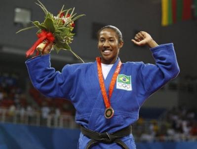 11 de Agosto – 2008 — Ketleyn Quadros torna-se a primeira mulher a conquistar uma medalha em Olimpíadas para o Brasil em esportes individuais (judô).