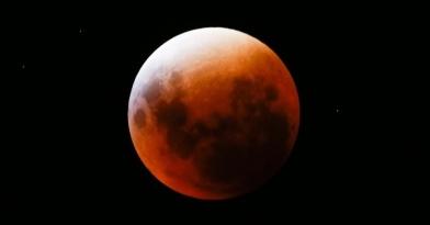 20 de Março - 2015 — uma superlua, um eclipse solar total, e o equinócio, ocorrem todos no mesmo.
