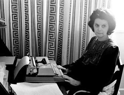 25 de Abril - 1925 — Janete Clair, autora brasileira de folhetins para rádio e televisão (m. 1983)