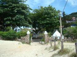13 de Maio - Marco histórico de Arraial do Cabo visto da 'Praia dos Anjos'..