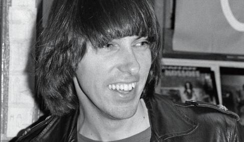 15 de Setembro – 2004 — Johnny Ramone, guitarrista norte-americano (n. 1948).