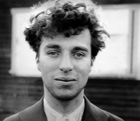 16 de Abril - 1889 — Charlie Chaplin, ator e cineasta britânico (m. 1977). Descaracterizado.