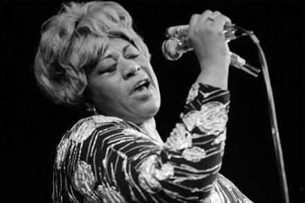 25 de Abril - 1917 — Ella Fitzgerald, cantora de jazz norte-americano (m. 1996).