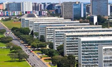 21 de Abril - Esplanada dos Ministérios - Brasília — DF.