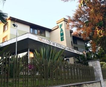 14 de Agosto – Fachada da Faculdade de Medicina de Barbacena, em 2016 — Barbacena (MG) — 226 Anos em 2017.