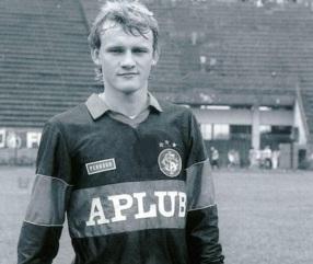 8 de Maio - 1966 — Cláudio Taffarel, ex-goleiro brasileiro, jovem, no internacional de Porto .