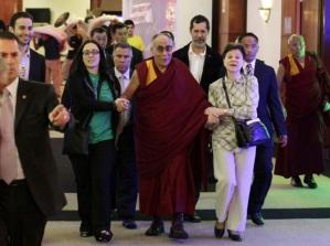 26 de Abril - 2006 - Dalai Lama, líder religioso budista, faz visita ao Brasil.