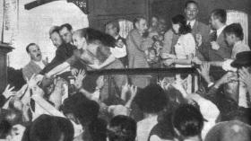 7 de Maio - 1919 – Eva Perón, conhecida como Evita, foi uma atriz e líder política argentina, em campanha eleitoral em 1946.