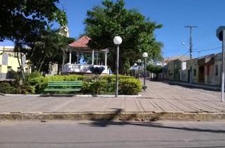 3 de Agosto – Praça e coreto — Araripe (CE) — 142 Anos em 2017.