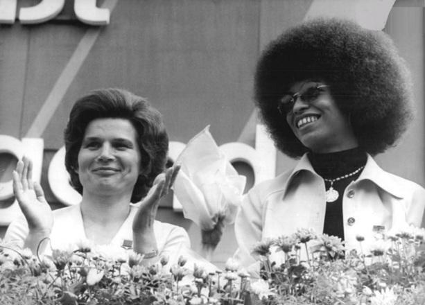 DUAS MULHERES INCRÍVEIS - Valentina Tereshkova, cosmonauta soviética e a ativista afro-americana, Angela Davis.