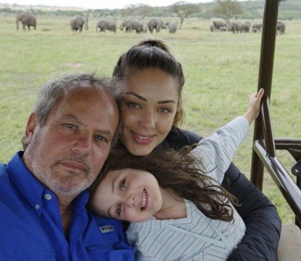 6 de Junho - Maysa (nome em homenagem à avó) com os pais, a cantora Tânia Mara e o diretor Jayme Monjardim.
