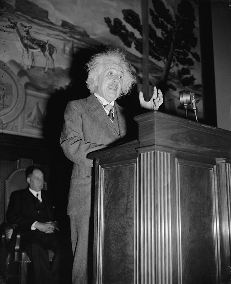 albert-einstein-em-seu-discurso