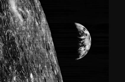 10 de Agosto – 1966 – A nave Orbiter I, o primeiro satélite a orbitar a Lua, é lançada ao espaço nos Estados Unidos.