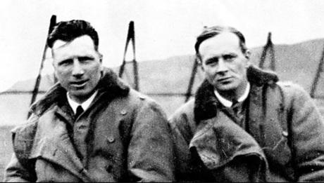 15 de Junho - 1919 – John Alcock e Arthur Brown completam a primeira viagem transatlântica sem paradas, em Clifden, na Irlanda.