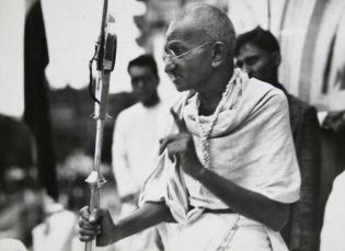 2 de Outubro - Mahatma Gandhi - 1869 – 148 Anos em 2017 - Acontecimentos do Dia - Foto 15.