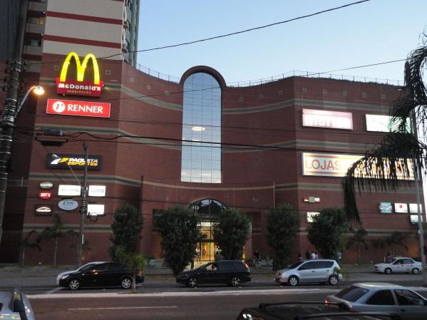 17 de Maio - Royal Plaza Shopping, o maior shopping da região e um dos principais centros comerciais de Santa Maria (RS).