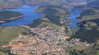 13 de Agosto – Foto aérea da cidade — Natividade da Serra (SP) — 44 Anos em 2017.