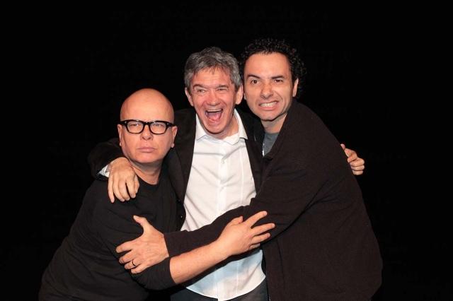 29 de Junho — Marcelo Tas, Serginho Groisman e Marco Luque em teatro em São Paulo.