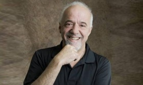 24 de Agosto — Paulo Coelho - 1947 – 70 Anos em 2017 - Acontecimentos do Dia - Foto 1.