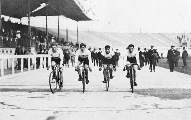 27 de Abril - Abertura dos Jogos Olímpicos de Verão de 1908 em Londres.