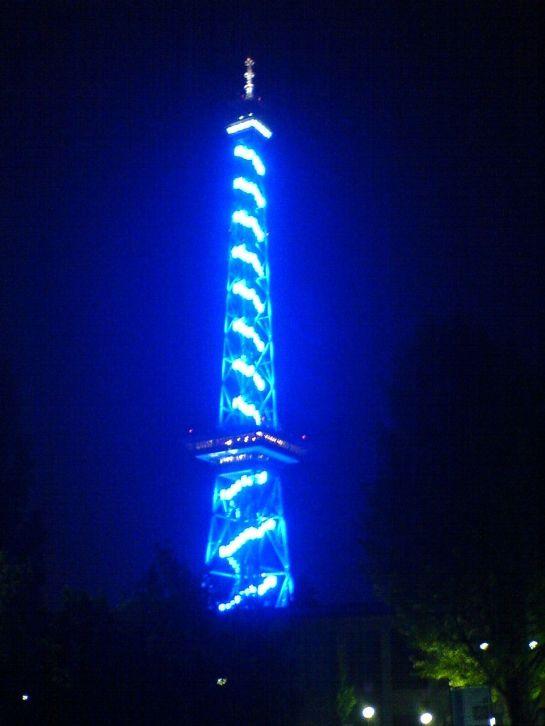 22 de Março - 1935 — O primeiro programa regular de televisão no mundo é transmitido através da antena no alto da Torre de Rádio de Berlim