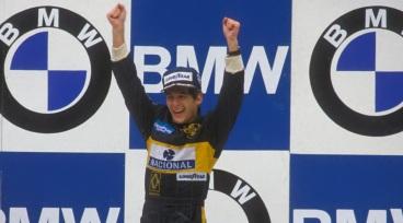 21 de Abril - 1985 — Ayrton Senna, piloto brasileiro, vence a primeira de suas 41 corridas na Fórmula 1. A vitória aconteceu em Estoril, Portugal.