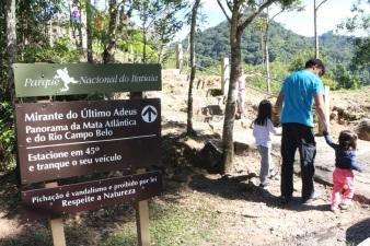 1 de Junho - Parque Nacional do Itatiaia - Família chegando - RJ.