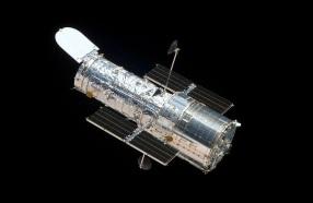24 de Abril - 1990 — O Telescópio Espacial Hubble é lançado para o espaço.