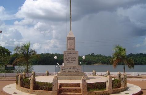 23 de Maio - Monumento, marco do município que é o começo do Brasil no mapa - Oiapoque (AP) 72 Anos.