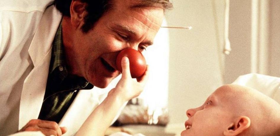 21 de Julho - Robin Williams - 1951 – 66 Anos em 2017 - Acontecimentos do Dia - Foto 18 - Como Patch Adams.