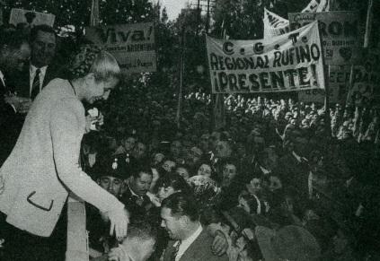 7 de Maio - 1919 – Eva Perón, conhecida como Evita, foi uma atriz e líder política argentina, em discurso durante um comício.